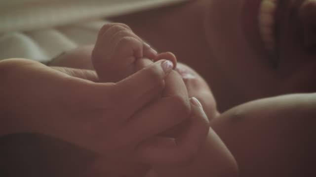 minnen - barnafödsel bildbanksvideor och videomaterial från bakom kulisserna