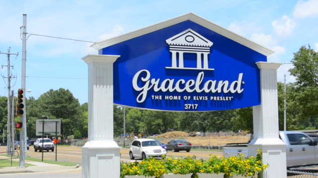 memphis tennessee sign for graceland at elvis presley blvd - memphis tennessee stock videos & royalty-free footage