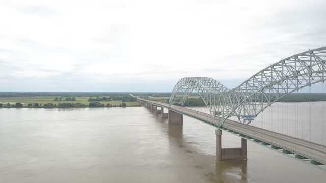 memphis, tn, u.s. - aerial view of empty i-40 hernando desoto bridge, closed for repairs, on tuesday, may 11, 2021. - memphis tennessee stock videos & royalty-free footage
