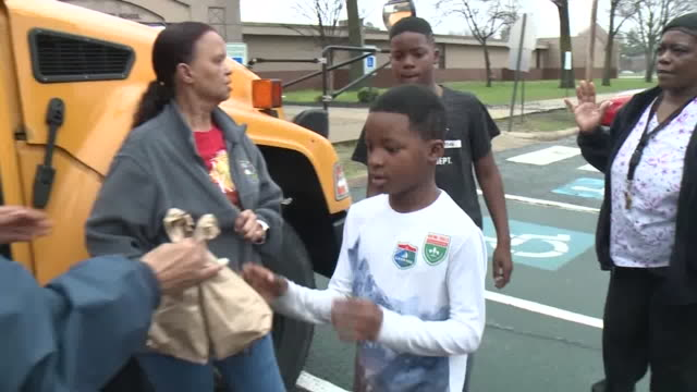 wreg memphis tn us distribution of healthy lunches for students while out of school due to coronavirus memphis on wednesday march 18 2020 - school meal stock videos & royalty-free footage