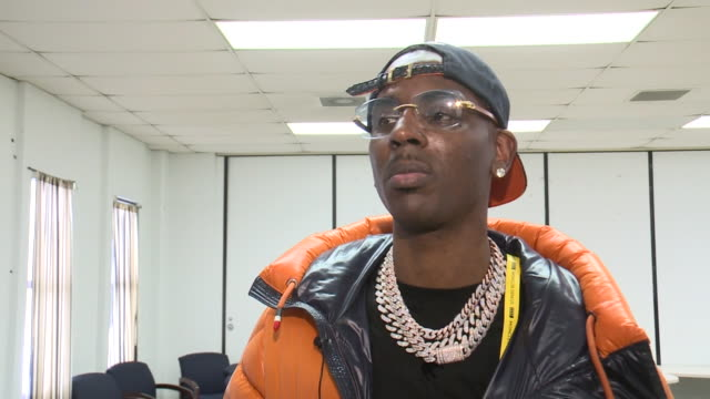 vidéos et rushes de memphis, tn, u.s. - rapper young dolph speaking about his donation for hamilton high school in memphis, on tuesday, march 3, 2020. - casquette de baseball