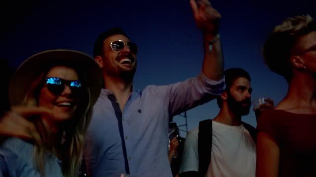 祭りで踊る男女 - 灯台船点の映像素材/bロール