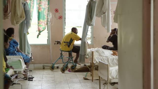 stockvideo's en b-roll-footage met vanuatu - march 30, 2015: men and women in hospital ward - pacifische eilanden