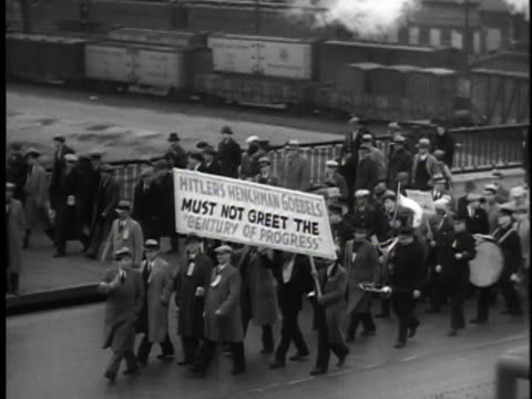 men and women marching on roosevelt avenue, some carrying signs. - ユダヤ教点の映像素材/bロール