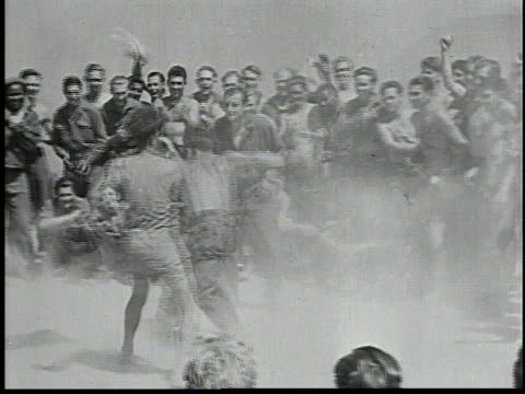 vidéos et rushes de men boxing in a ring of other men / boxers swinging wildly referee watching / musicians playing guitar and banjo / man dancing while other men play... - 1934