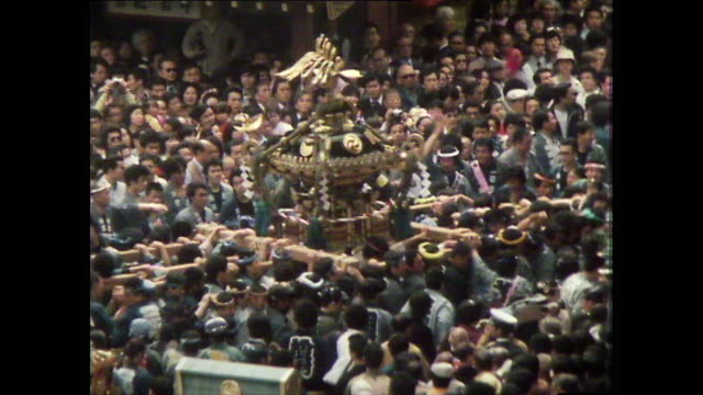 ha men carry mikoshi during asakusa sanja festival; 1981 - 1980~1989年点の映像素材/bロール
