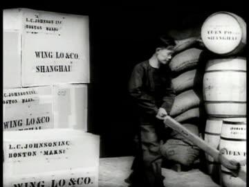 men carrying logs to build wall. worker w/ crates sacks barrels on dock. man rolling barrel. girl getting off sampan . men carrying cargo to boats.... - 1937 bildbanksvideor och videomaterial från bakom kulisserna