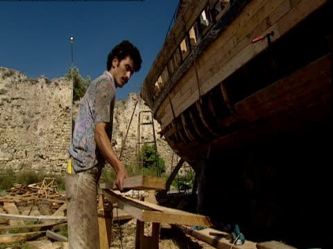 men creating a reconstruction of the biblical noah's ark. - avvenimento biblico video stock e b–roll