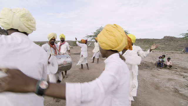 stockvideo's en b-roll-footage met men dancing, india. - mid volwassen mannen