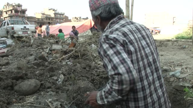 men dig holes and build latrines at an idp camp in bhaktapur / a major earthquake hit kathmandu mid-day on saturday, april 25th, and was followed by... - 2015 stock videos & royalty-free footage