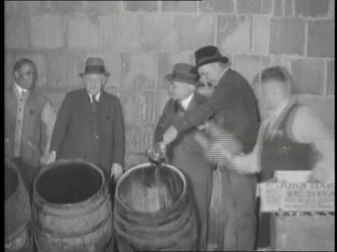 vidéos et rushes de men dispose of alcohol during prohibition. - prohibition
