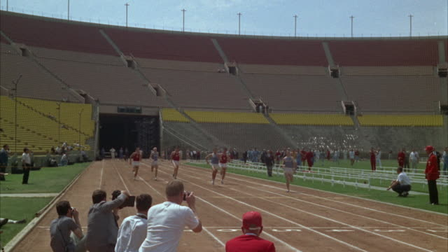 WS PAN Men doing practice of distance running at University of Southern California / Los Angeles, USA