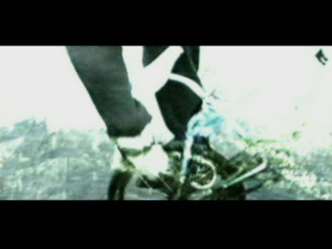 men doing stunts on bmx bicycles - 数人点の映像素材/bロール
