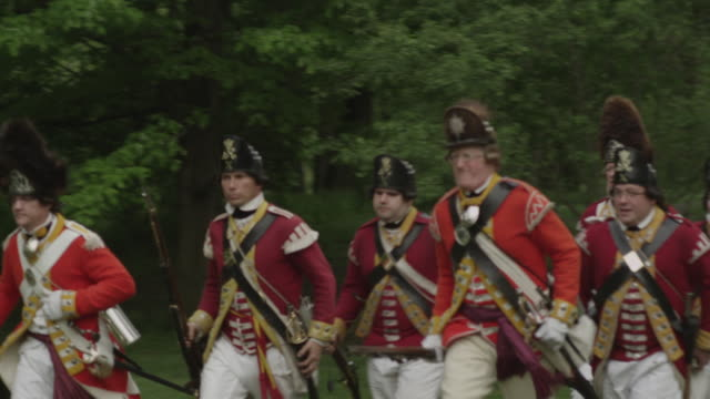men dressed as british revolutionary war soldiers running - revolution stock videos & royalty-free footage