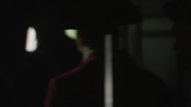stockvideo's en b-roll-footage met men dressed as revolutionary war soldiers exit a house through a door. - men