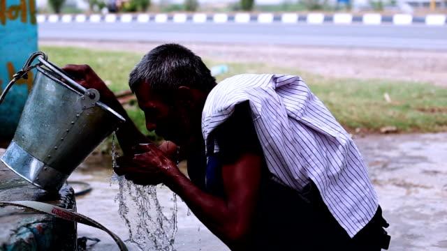 Männer-Trinkwasser