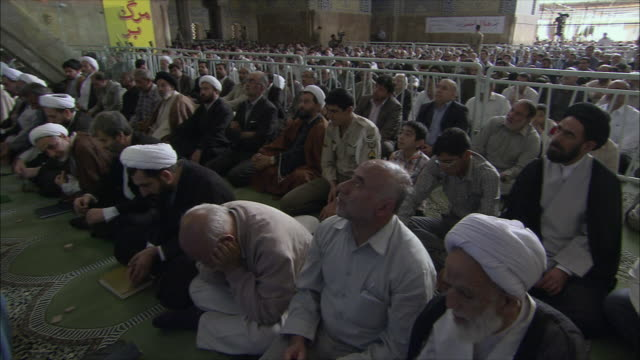 ws pan men during friday prayers in imam mosque, esfahan, iran - friday stock videos & royalty-free footage