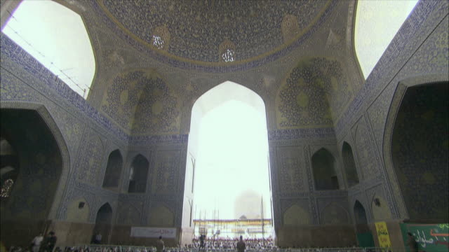 ws tu td men during friday prayers in imam mosque, esfahan, iran - friday stock videos & royalty-free footage
