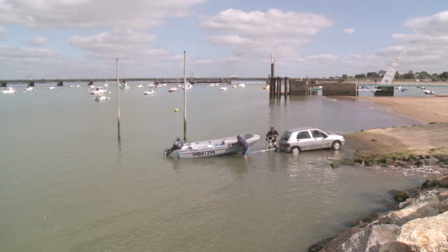 ws men fixing boat on trailer at boat launch / saint-nazaire, brittany, france - trailer stock videos & royalty-free footage