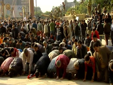vídeos de stock, filmes e b-roll de men gather to pray during antigovernment demonstration cairo - arab spring