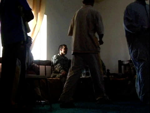 stockvideo's en b-roll-footage met men giving forms to us soldiers recruiting volunteers for concerned local citizens program / haswa, iraq / audio - hoofdtooi