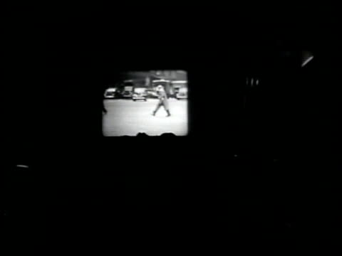 vidéos et rushes de men in dark room watching projector screen ws video on projector projectionist fg ms projectionists ms video of japanese man on screen washington d - 1942