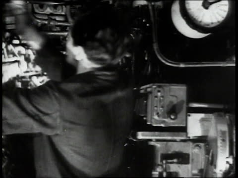 men in german submarine rushing around closing hatches and pulling levers / - allarme di prova video stock e b–roll