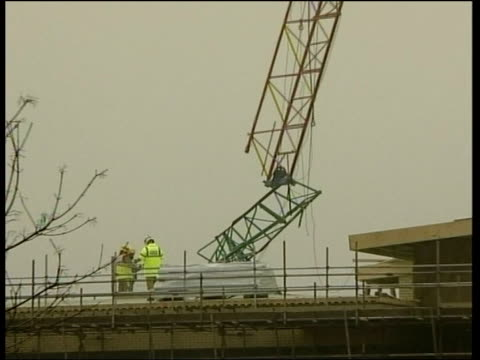 men killed by collapsing crane at school construction site; england: west sussex: worthing: durrington high school: ext crane which was damaged after... - worthing点の映像素材/bロール