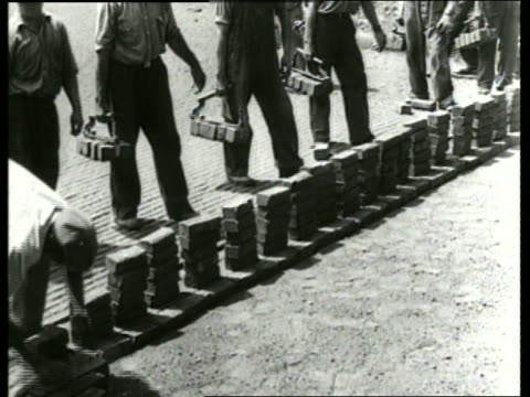 b/w men laying bricks on ground / sound - ziegel stock-videos und b-roll-filmmaterial