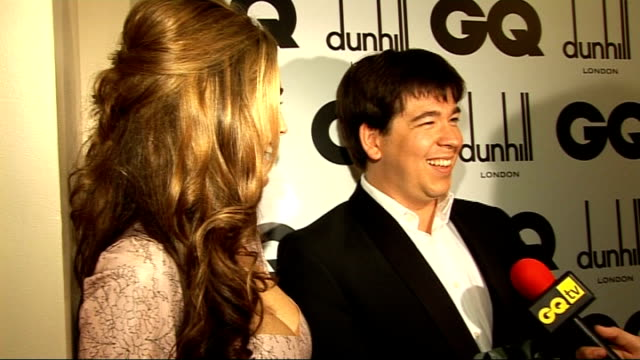 gq men of the year awards 2009 michael mcintyre and kelly brook interview sot on kelly brook's rubber dress mcintyre asking brook if she eats much... - kelly brook stock-videos und b-roll-filmmaterial