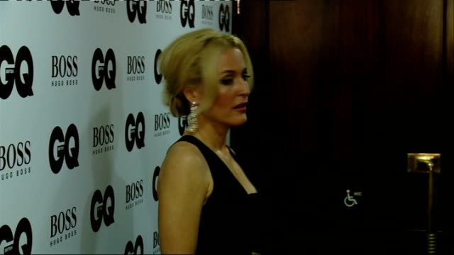 red carpet arrivals winners' room dan stevens and jourdan dunn posing / stevens interview sot / dunn interview sot / simon pegg and nick frost /... - gillian anderson stock videos & royalty-free footage