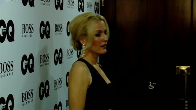 vídeos de stock e filmes b-roll de men of the year awards 2013: red carpet arrivals; winners' room: dan stevens and jourdan dunn posing / stevens interview sot / dunn interview sot /... - stephen fry