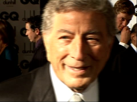 vídeos de stock, filmes e b-roll de red carpet interviews tony bennet speaking to press with susan crow tony bennett interview sot on receiving an award / denies he might be appearing... - tony bennett
