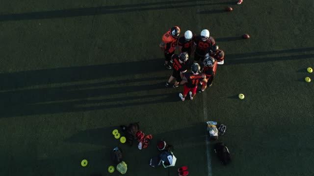 nfl の練習外の男性 - スポーツ競技点の映像素材/bロール