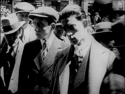 vídeos y material grabado en eventos de stock de b/w 1927 men on street listening with serious faces / newsreel - sólo hombres jóvenes