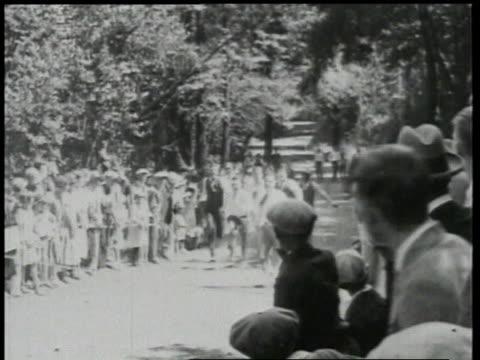 vidéos et rushes de 1924 ws men participating in running races / detroit, michigan, united states - 1924