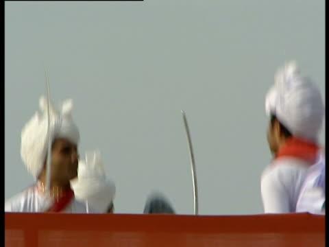 vidéos et rushes de men perform a traditional dance - coiffe traditionnelle