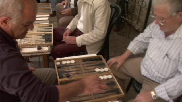 men playing backgammon - 余暇 ゲームナイト点の映像素材/bロール