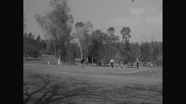 ws men playing golf / united states - golfgreen bildbanksvideor och videomaterial från bakom kulisserna