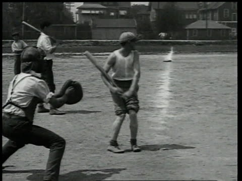 vidéos et rushes de 1924 montage men playing sandlot baseball, with runner knocking base off the line, picking it up, replacing it, and standing atop it / detroit, michigan, united states - 1924