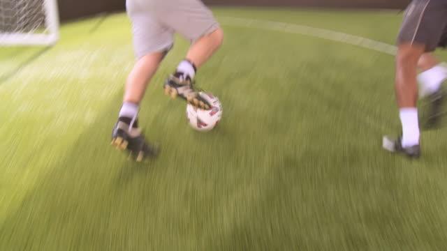 vidéos et rushes de ms pov men playing soccer, goalie falling down, london, uk - trébucher