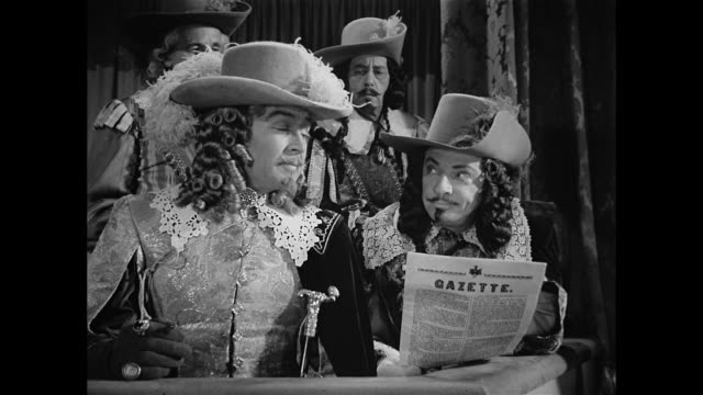 men plot cyrano de bergerac's (josé ferrer) demise - xvii° secolo video stock e b–roll