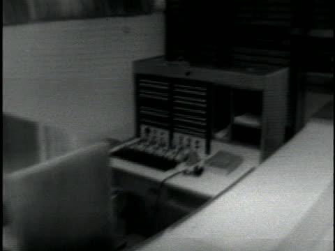 men prepare audio equipment for the trial of world war ii criminal adolf eichmann. - ゲシュタポ点の映像素材/bロール