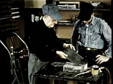 vídeos y material grabado en eventos de stock de 1965 ms zi men preparing steel plates for welding in workshop / usa / audio - accesorio de cabeza