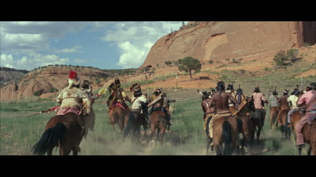 vídeos de stock, filmes e b-roll de ws pan men riding horse through landscape  - animal de trabalho