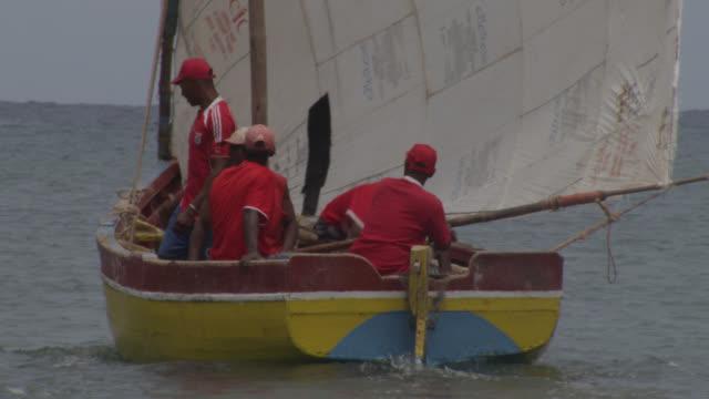 stockvideo's en b-roll-footage met men sail traditional fishing boat, cape verde - mid volwassen mannen