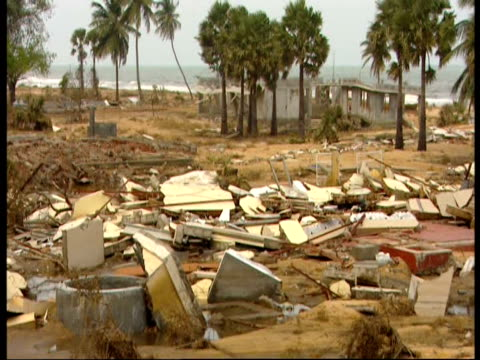 men search for bodies amongst the rubble left by the indian ocean tsunami - 2004 indian ocean earthquake and tsunami stock videos & royalty-free footage