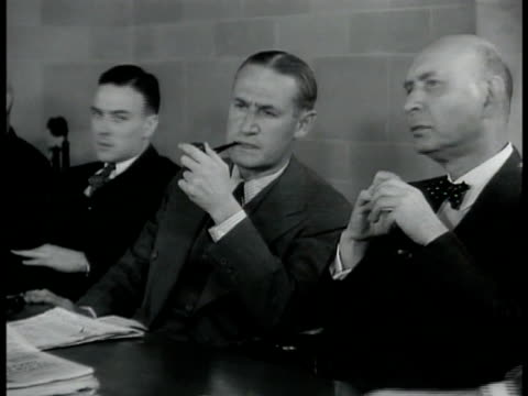 men sitting in conference room talking some smoking cigarette pipe ms wall engraving 'to give the news impartially without fear or favor regardless... - ニューヨークタイムズ点の映像素材/bロール