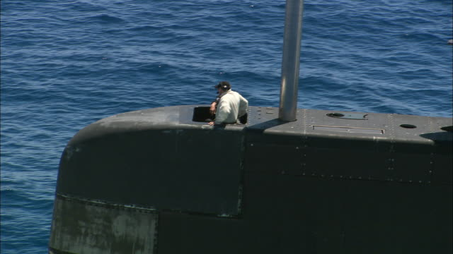 ms ts aerial men sitting on submarine and looking through binoculars, perth, western australia, australia - heckklappe teil eines fahrzeugs stock-videos und b-roll-filmmaterial