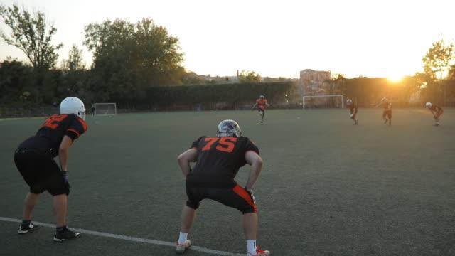 männer verbringen zeit zusammen - football feld stock-videos und b-roll-filmmaterial